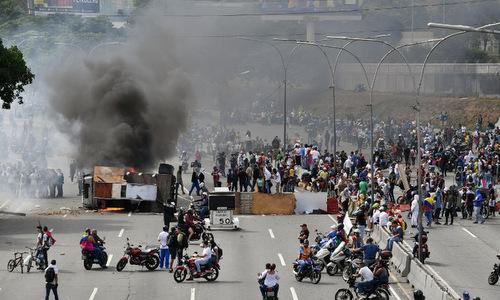 Người biểu tình ở thủ đô Caracas hôm 23/1. Ảnh: AFP.