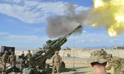 Pháo 155 mmM777 khai hỏa trong một cuộc diễn tập. Ảnh: US Army.