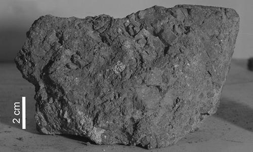 Mẫu đá do các phi hành gia của tàu vũ trụApollo 14 mang về. Ảnh: CNN.