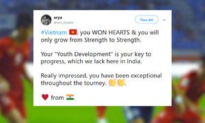 CĐV nước ngoài động viên tuyển Việt Nam sau thất bại trước Nhật Bản