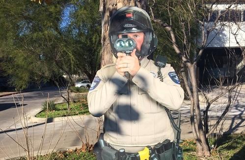 Cảnh sát viên bìa cứng có kích cỡ như thật. Ảnh: Fox7austin.