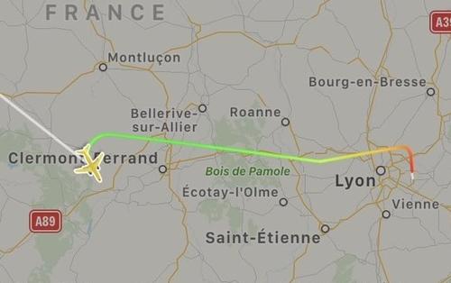 Chuyến bay EZY4319 phải quay đầu trở lại Lyon, Pháp.