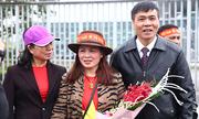 Người thân mất ngủ chờ tuyển thủ Việt Nam về nước