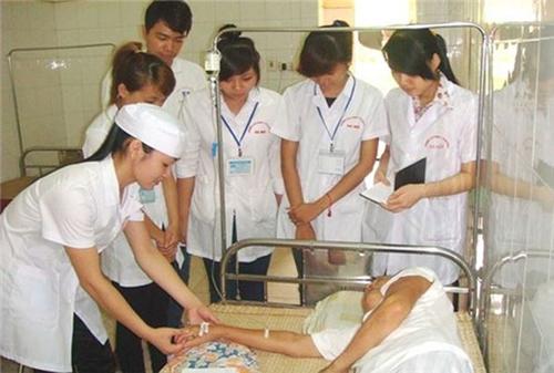 Sinh viên thực tập tại bệnh viện.