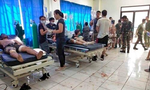 Các nạn nhân trong vụ đánh bom được điều trị tại bệnh viện. Ảnh: AP.