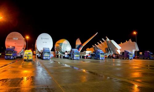Đoàn xe tải chở 6 bộ phận chính của Airbus A380. Ảnh: CNN.
