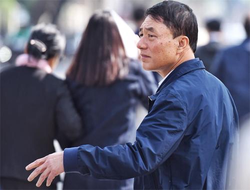 Cựu thứ trưởng Trần Việt Tân tạiTAND Hà Nội. Ảnh: Giang Huy