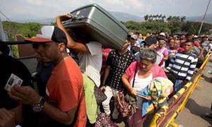 Hàng nghìn người Venezuela rời bỏ đất nước trong cơn khủng hoảng