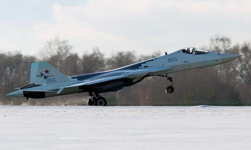 Tiêm kích Su-57 với biểu tượng bộ đôi song sát trên cánh đuôi. Ảnh: Russian Planes.