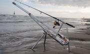 Pháo bắn mồi xa gần 300 m cho người câu cá