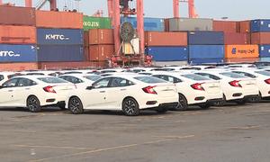 Ôtô nhập khẩu tăng mạnh trở lại dịp Tết