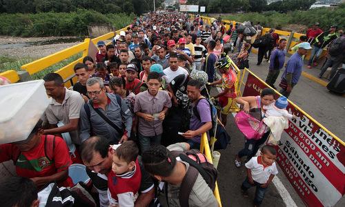 Người tị nạn Venezuela tại biên giới với Colombia. Ảnh: AFP.