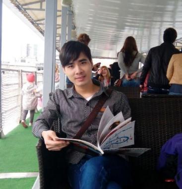 Tân sinh viên trực tuyến Nguyễn Đình Vinh quyết tâm học xuyên Tết.