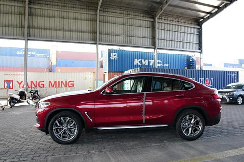 Mẫu xe X4 thế hệ mới vừa cập cảng Sài Gòn.