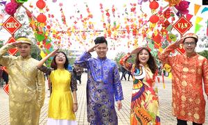 Sinh viên làm MV chúc mừng năm mới