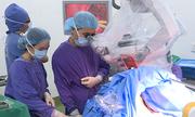 Bệnh nhân vừa mổ não vừa hát ở Việt Nam