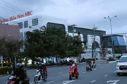 Khu đất công viên số 908 Ngô Quyền đang là trường mầm non do chị gái Vũ Nhôm làm chủ. Ảnh: Nguyễn Đông.