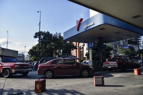 Một trạm xăng dầu của PDVSA ở Caracas. Ảnh: AFP.