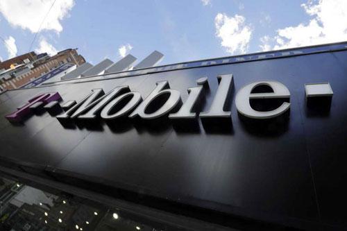 Một cửa hàng của T-Mobile ở New York, Mỹ. Ảnh: AP.