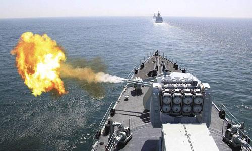 Tàu chiến Trung Quốc diễn tập bắn đạn thật trên Biển Đông năm 2017. Ảnh: 81.cn.