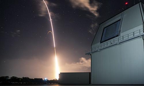Lá chắn tên lửa Aegis Ashore của Mỹ trong một cuộc thử nghiệm. Ảnh: AP.