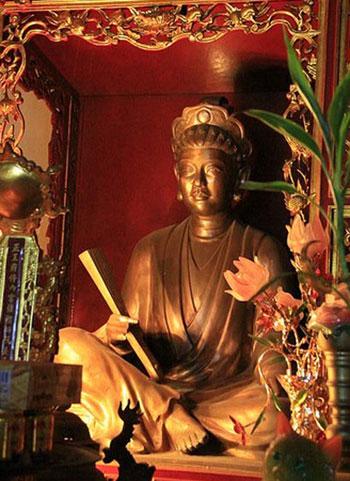 Tượng thờ bà Nguyễn Thị Duệ.