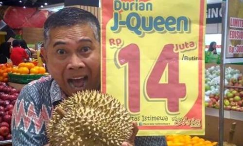 Sầu riêng J-Queen bày bán trong siêu thị ở trung tâm Plaza Asia. Ảnh: Instagram.