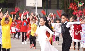200 học sinh Hà Nội nhảy múa chào xuân Kỷ Hợi