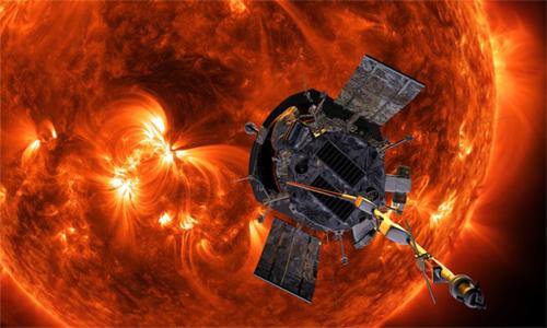 Tàu thăm dò Parker tiếp cận Mặt Trời để giải đáp những bí ẩn về ngôi sao này. Ảnh: NASA.