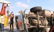 Xe container lật trên cao tốc Hà Nội - Hải Phòng gây ùn tắc nhiều giờ