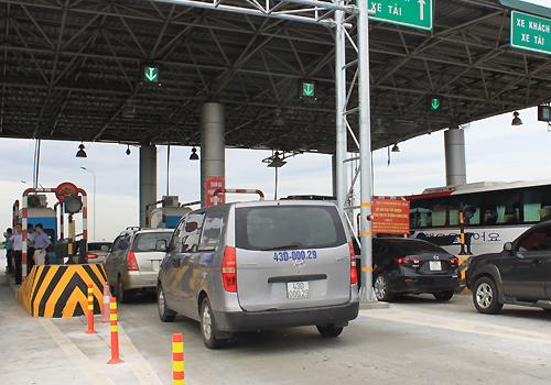 Trạm thu phí trên cao tốc Cầu Giẽ - Ninh Bình. Ảnh: Đoàn Loan