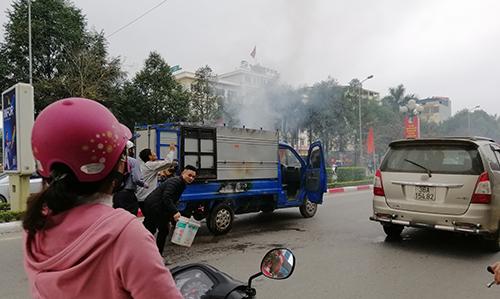 Nguyên nhân vụ cháy do tài xế vừa di chuyển vừa nấu bánh chưng. Ảnh: Lam Sơn.