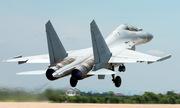 Chuyên gia phương Tây bóc mẽ tiêm kích 'tàng hình' J-16 Trung Quốc