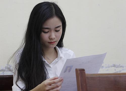 Thí sinh dự thi THPT quốc gia năm 2018 tại Huế. Ảnh: Võ Thạnh