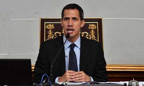 Thủ lĩnh đối lập Juan Guaido tại Caracas ngày 29/1. Ảnh:AFP.
