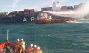 Tàu hàng container Singapore cháy trên biển Phú Yên