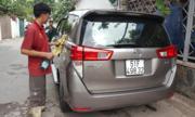 Giá rửa xe, dọn nội thất tăng gấp đôi ngày Tết