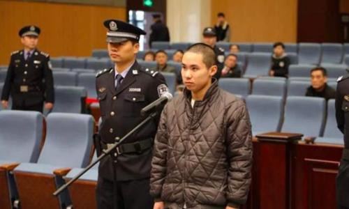 Tài xế Zhong Yuan tại phiên tòa xét xử hôm 1/2 ở thành phố Ôn Châu, Trung Quốc. Ảnh: Shanghaiist.