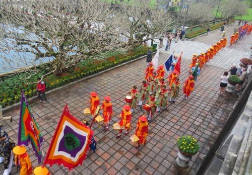 Lễ dựng nêu trong Hoàng cung triều Nguyễn được tổ chức vào ngày 23 tháng chạp báo hiệu nghỉ Tết. Ảnh: Võ Thạnh