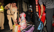 Lật xe chở khách về miền Tây ăn Tết, 20 người bị thương