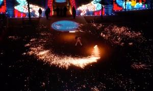 Người Trung Quốc múa than chào đón năm mới