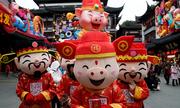 Người dân châu Á rộn ràng đón Tết Kỷ Hợi
