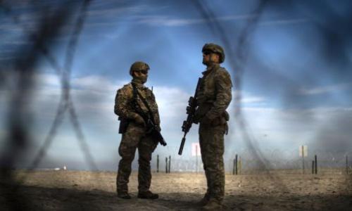 Lính Mỹ gác ở biên giới Mexico tháng 11/2018. Ảnh: AFP.