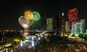 Biển người ở trung tâm Sài Gòn xem pháo hoa mừng năm mới