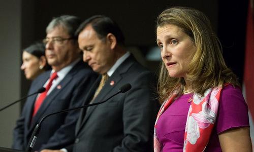 Ngoại trưởng Freeland (áo tím) phát biểu sau cuộc họp của Nhóm Lima. Ảnh: AFP.