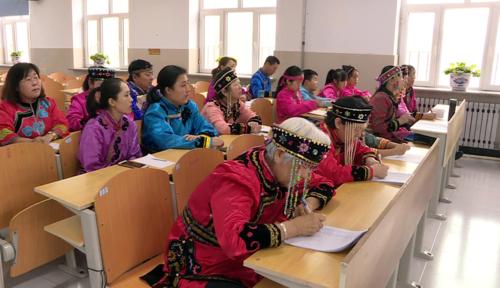 Các học sinh trong lớp học miễn phí của bà Wu. Ảnh: China Daily