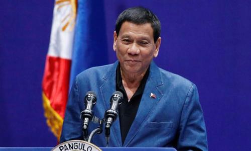 Tổng thống Philippines Rodrigo Duterte phát biểu trước cộng đồng người Philippines ở Hong Kong, Trung Quốc hồi tháng 4/2018. Ảnh: Reuters.