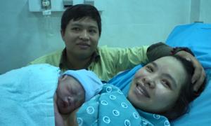 6 em bé chào đời đúng thời khắc giao thừa ở Sài Gòn