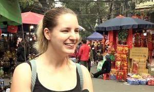 Khách Tây ấn tượng Tết cổ truyền của Việt Nam