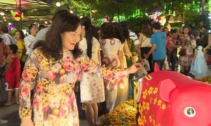 'Heo đất nghĩa tình' ở đường hoa Nguyễn Huệ